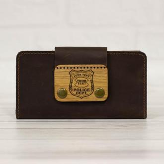 Подарок полицейскому, мужу, парню. Кожаный кошелек с деревянной пряжкой и гравировкой.