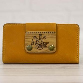Стильный кожаный кошелек с именной гравировкой. Длинный вместительный мужской кошелек.
