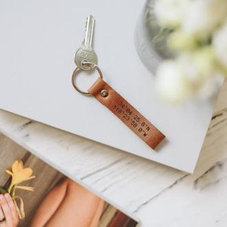 Брелок для ключей из натуральной кожи с координатами