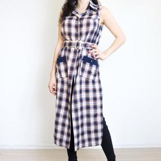 Платье-рубашка в клетку.