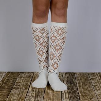 Носки женские белые из хлопка.