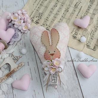 Текстильное сердце в стиле Тильда с кроликом. Отличный подарок!