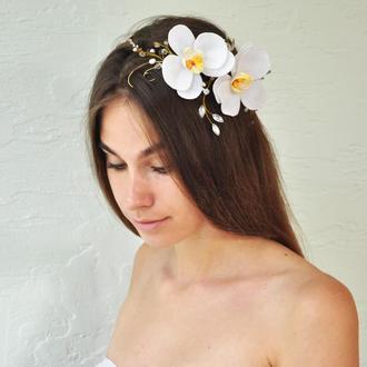 Украшение для свадебной прически с цветами белой  орхидеи, жемчугом и кристаллами