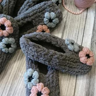 Мягкие вязанные тапочки из плюшевой пряжи