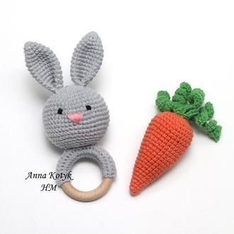 Погремушка зайчик и морковка. (Брязкальце зайчик та морква)