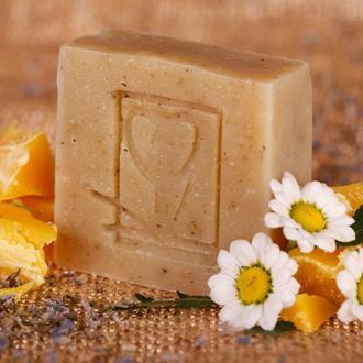 Натуральное мыло Травяной отвар с пчелиным воском с отваром шалфея  и ромашки