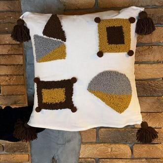 Геометрическая подушка из льна