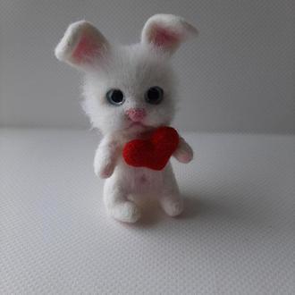 Игрушка валяная из шерсти белый зайчик