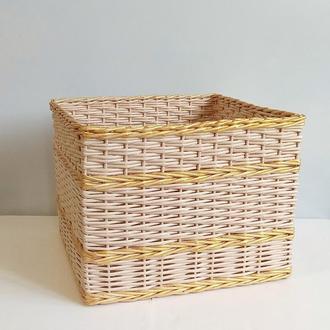 Плетеный короб из бумажной лозы с картонным дном.