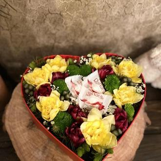 Серце з квітами та рафаелло