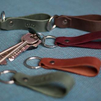 Кожаные брелки для ключей с индивидуальным тиснением_брелки на машину