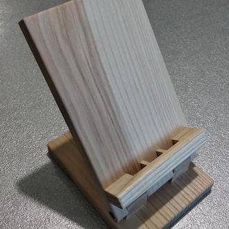 Настольная подставка для телефона из дерева