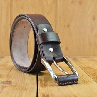 Кожаный ремень из натуральной кожи и металлической пряжкой