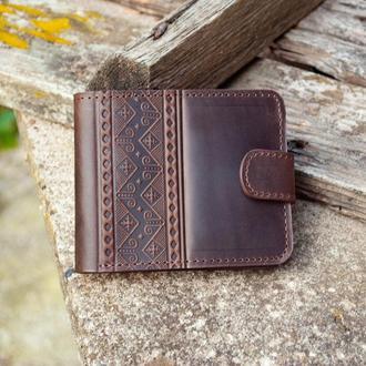 Мужской коричневый кошелек с народным орнаментом тиснение
