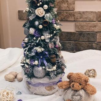 Новогодняя елка из искусственных цветов