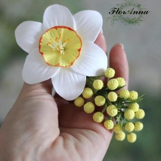 """Заколка с цветами """"Нарцисс с мимозой"""""""