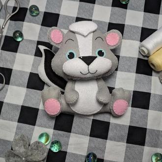 Мягкая игрушка Скунс из фетра