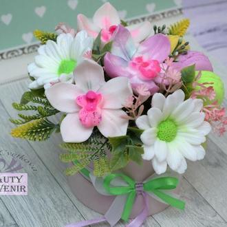 """Букет из мыла орхидеи, хризантемы и макаруны в коробке """"НЕЖНОСТЬ"""""""