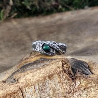 Кольцо с малахитом в серебре на дубовой основе с натуральными листьями