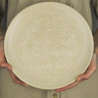 Керамическая тарелка для подачи блюд