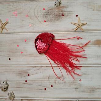 Брошка Медуза. Красная брошь с перьями. Вышитая брошь на пальто или платье. Брошь маме на 8 марта