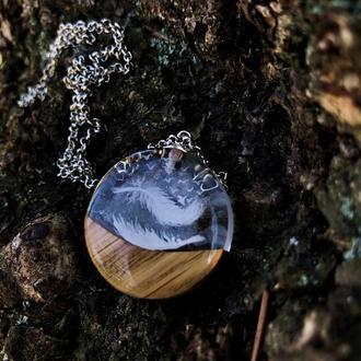 """""""Ніжність"""", кулон из дерева и ювелирной смолы, авторский рисунок на дереве, дизайнерское украшение"""