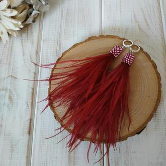 Серьги из перьев винного цвета. Сережки з пір'я винного кольору. Подарок девушке на 8 марта