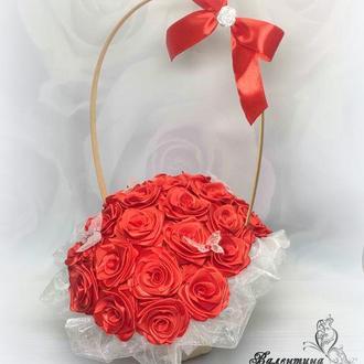 Корзина атласных роз / подарок для женщины / роза из атласной ленты