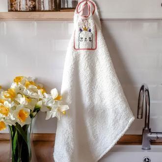 """Белое махровое полотенце с вышивкой """"Лама"""""""