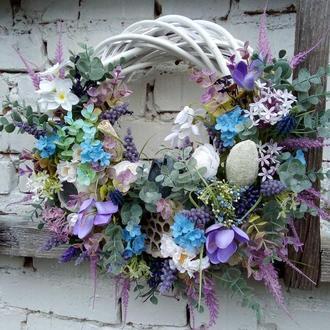 Весенний пасхальный венок на дверь в пастельный тонах
