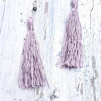 Длинные стильные серьги кисти нежно сиреневого цвета