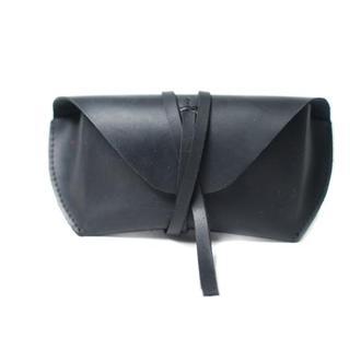 Кожаный чехол для очков на ремешке. 02003/черный