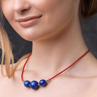 Красное кожаное ожерелье с синими бусинами из керамики, ручной работы