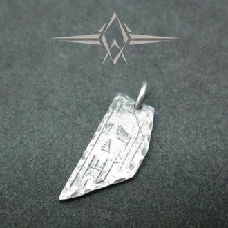 Серебряная подвеска с гравированным черепом