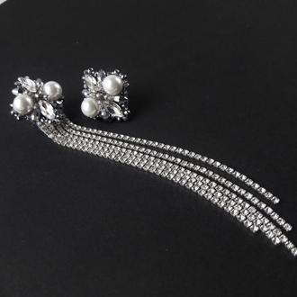 Длинные ассиметричные стразовые серьги с искусственным жемчугом и кристаллами. Свадебные серьги