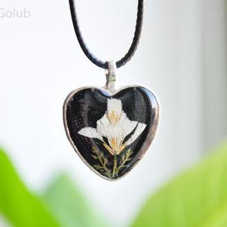 Кулон сердце Подвеска сердечко Настоящие цветы Украшение из эпоксидной смолы Сухоцветы Подарок маме