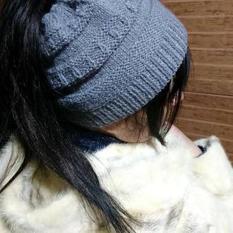Женская шапка с отверстием для хвоста - серая вязаная шапка с дыркой для волос