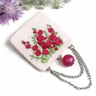 Шелковая брошь бохо с вышивкой Розовая брошь с цветами Летние украшения с агатом