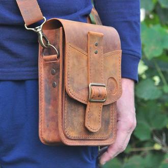 Маленькая сумка оригинального цвета с одним отделом и двумя неболь