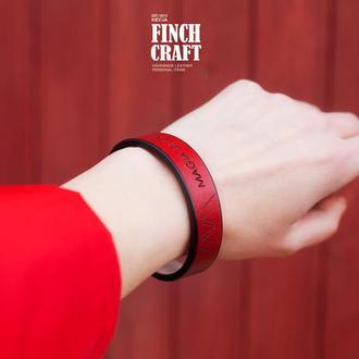 Кожаный браслет с персональной фразой. Finch Karma