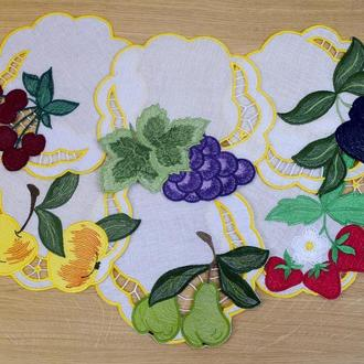 Linen napkins with an embroidered fruit . Вышитые салфетки. Набор 6 шт.
