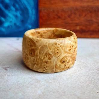 Мужское кольцо из дерева