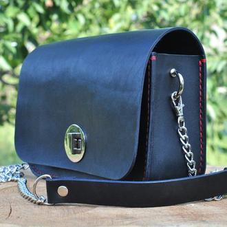 Маленькая кожаная сумка с металлической цепочкой  с итальянской  кожи