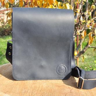 Кожаная сумка через плечо с кожаным ремешком на магнитных застежках