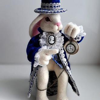 Белый кролик Алиса в стране чудес. Интерьерная валяная игрушка.