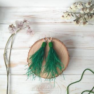 Зелені сережки з пір'я. Весенние зеленые серьги из перьев. Изумрудные серьги перья