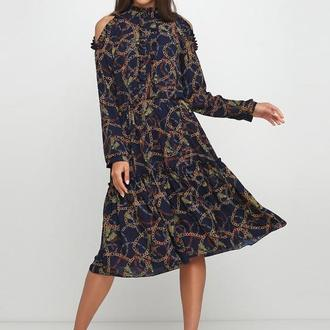 платье с оголенным плечом