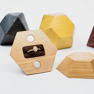 Шкатулка для кольца. Деревянный бриллиант для перстня.