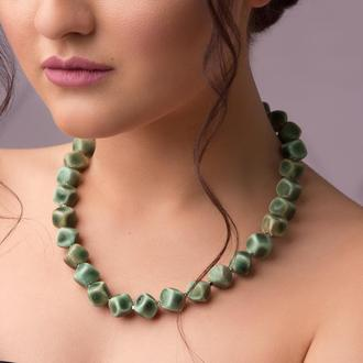 """Зеленое ожерелье из керамики """"Green Laberge"""" ручной работы"""