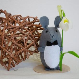 Джентельмен Мышь с подснежником